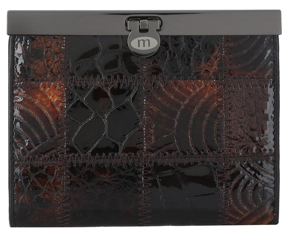 Кошелек женский Malgrado, цвет: коричневый. 44009A-490A44009A-490AЭлегантный кошелек Malgrado изготовлен из высококачественной натуральной лаковой кожи с декоративным фактурным тиснением, оформлен металлической фурнитурой с символикой бренда. Изделие содержит одно отделение и закрывается на замок-защелку. Кошелек включает в себя: три отделения для купюр, одно из которых на молнии, потайной карман, два кармана с прозрачными вставками, три кармана для пластиковых карт и карман для монет, закрывающийся клапаном на кнопку. Изделие упаковано в фирменную коробку с логотипом бренда. Стильный кошелек не оставит равнодушной ни одну представительницу прекрасной половины человечества.