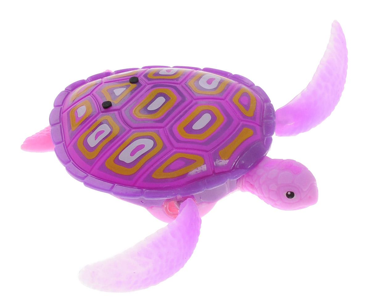 Robofish Интерактивная игрушка РобоЧерепашка цвет розовый25157EИнтерактивная игрушка Robofish РобоЧерепашка активируется при погружении в воду, шевелит ластами и плывет как настоящая водоплавающая черепаха. Черепашка может ползать по суше, пока внутри игрушки сохраняется влага. Для включения РобоЧерепашки просто опустите ее в воду, а для выключения - извлеките ее из воды и протрите мягкой чистой тканью. В целях экономии энергии игрушка автоматически отключается через 4 минуты. Для повторного включения извлеките ее из воды на 5 секунд, стряхните лишнюю воду и опустите обратно. Интерактивная игрушка Robofish РобоЧерепашка работает от двух батареек типа LR44 (2 уже в игрушке, 2 запасные входят в комплект).
