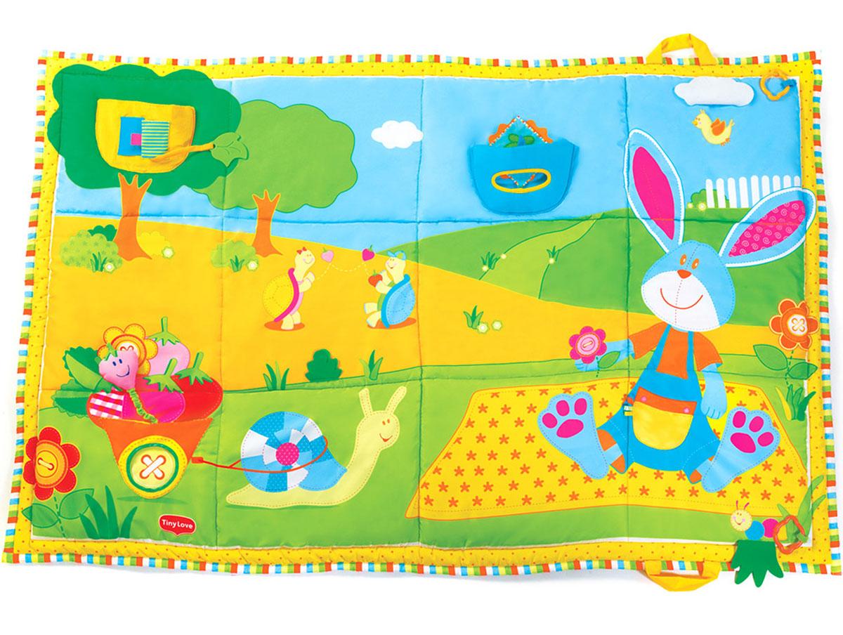 Tiny Love Развивающий коврик Мои маленькие открытия1202200030Яркий развивающий коврик Tiny Love Мои маленькие открытия станет первой площадкой для игр вашего малыша. Коврик выполнен из текстильных материалов разных цветов и фактур, на котором с удовольствием будет лежать и играть ваш малыш. На коврике изображена полянка, на которой сидит зайчик в комбинезоне, рядом улитка тянет за собой мешок с фруктами. На комбинезоне зайчика пришит накладной кармашек с петельками. Рядом с зайчиком в травке ползет забавная гусеница. Малыш может найти ее за травкой и снова спрять. Мешочек для фруктов является кармашком с отверстием. К мешочку с помощью текстильной веревочки с резинкой крепится ягодка, внутри которой расположена гремящая сфера. На дереве находится шуршащий домик для птички в виде кармашка со створками. Чтобы птичка показалась, малышу необходимо раскрыть шуршащие створки. Внутри домика на текстильной веревочке крепится прорезыватель из мягкого пластика в виде листочка. На небе находится кармашек с отверстием. Внутри кармашка пришит...