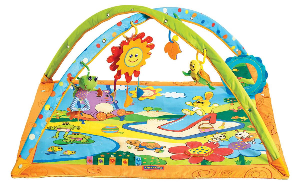 Tiny Love Развивающий коврик Солнечный денек1201708678Разные материалы коврика Tiny Love Солнечный денек, пищалки и шуршалки, способствуют развитию тактильных ощущений у малышей. К дугам коврика на кольцах подвешиваются 4 мягкие игрушки: лягушонок - вибрирует, черепашка-погремушка, погремушка-прорезыватель для зубок в форме листиков и музыкальное солнышко с тремя различными мелодиями. Музыка начинает звучать, когда ребенок ударяет по игрушке или дергает ее. Также есть безопасное зеркальце, способствующее более длительным играм лежа на животе. Коврик легко складывается для удобной замены подгузников, его можно мыть. Коврик упакован в пластиковую сумку с ручкой для удобства переноски. Для работы игрушки необходимы 3 батарейки типа LR44 (товар комплектуется демонстрационными).