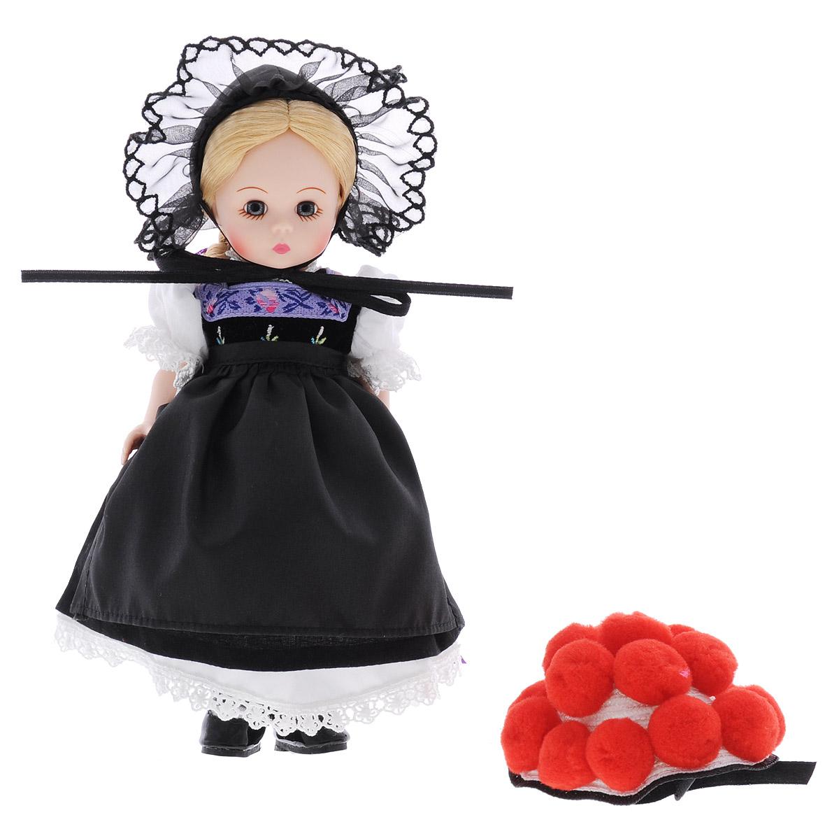 Madame Alexander Мини-кукла Девочка из Германии64495Мини-кукла Madame Alexander Девочка из Германии станет прекрасным украшением любой коллекции вашей дочурки. Кукла с личиком Венди голубоглазая. Золотистые волосы заплетены в длинную косу и завязаны фиолетовой лентой. На кукле черное платье, с белыми кружевными рукавами, лиф платья вышит цветами. Нижняя юбка из кружевного белого хлопка. На ногах у куклы белые колготки и черные лакированные туфли с застежками. На голове необычная шляпа. Также в набор входит дополнительная шляпка. Руки, ноги и голова куклы подвижны. Реалистичные глазки куклы закрываются, если положить ее на спину.