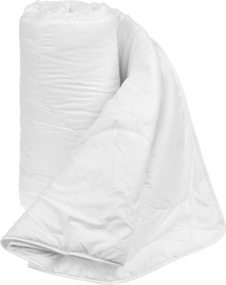 Одеяло теплое Легкие сны Тропикана, наполнитель: бамбуковое волокно, цвет: белый, зеленый, 140 х 205 см140(40)07-БВТеплое одеяло Легкие сны Тропикана с наполнителем из бамбукового волокна расслабит, снимет усталость и подарит вам спокойный и здоровый сон. Волокно бамбука - это натуральный материал, добываемый из стеблей растения. Он обладает способностью быстро впитывать и испарять влагу, а также антибактериальными свойствами, что препятствует появлению пылевых клещей и болезнетворных бактерий. Изделия с наполнителем из бамбука легко пропускают воздух. Они отличаются превосходными дезодорирующими свойствами, мягкие, легкие, простые в уходе, гипоаллергенные и подходят абсолютно всем. Чехол одеяла выполнен из микрофибры белого цвета с тиснением в виде растительного рисунка. Одеяло простегано и окантовано. Стежка надежно удерживает наполнитель внутри и не позволяет ему скатываться. Можно стирать в стиральной машине. Плотность наполнителя: 300 г/м2.