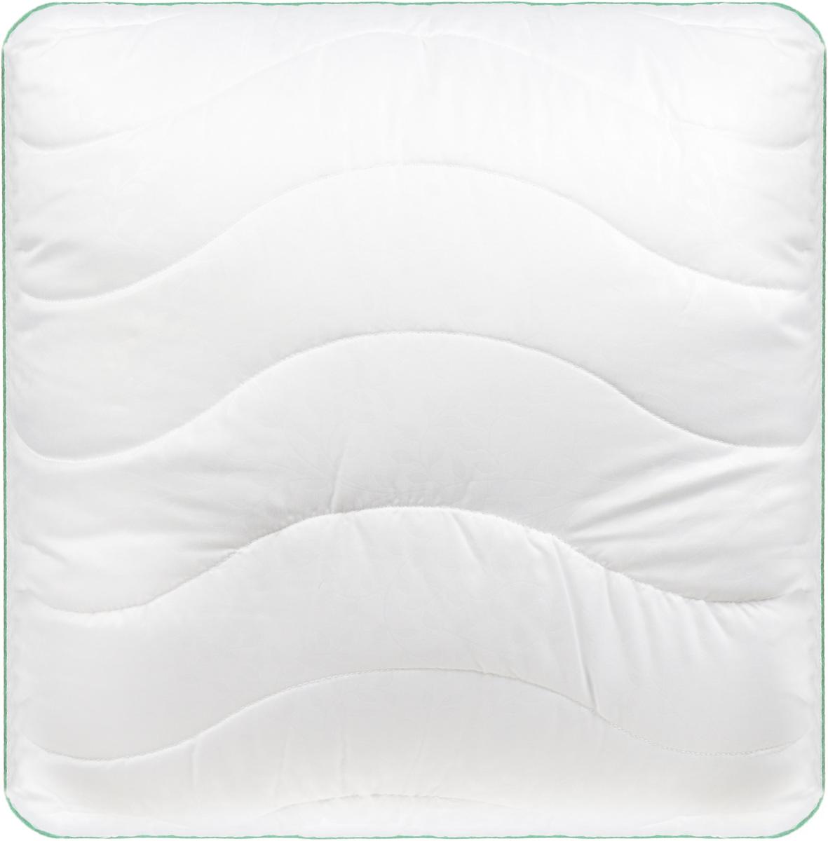 Подушка Легкие сны Тропикана, наполнитель: бамбуковое волокно, 68 x 68 см77(40)07-БВПодушка Легкие сны Тропикана поможет расслабиться, снимет усталость и подарит вам спокойный и здоровый сон. Волокно бамбука - это натуральный материал, добываемый из стеблей растения. Он обладает способностью быстро впитывать и испарять влагу, а также антибактериальными свойствами, что препятствует появлению пылевых клещей и болезнетворных бактерий. Изделия с наполнителем из бамбука легко пропускают воздух. Они отличаются превосходными дезодорирующими свойствами, мягкие, легкие, простые в уходе, гипоаллергенные и подходят абсолютно всем. Чехол изделия выполнен из микрофибры (100% полиэстер) белого цвета с тиснением в виде растительного рисунка, по краю подушка отделана атласным кантом травяного цвета. Подушку можно стирать в стиральной машине. Степень поддержки: средняя.