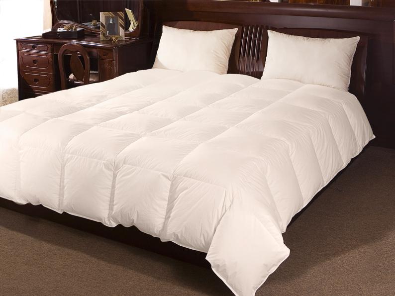 Одеяло Tiziana, 172 х 205 см120395101Теплое одеяло Tiziana в чехле из однотонного тика, позволяет использовать ваше любимое светлое постельное белье. Наполнитель из сибирского гусиного пуха первой категории содержит оптимальное соотношение пуха и мелкого пера, чтобы придать одеялу идеальную мягкость и упругость. Одеяло имеет кассетное распределение, что препятствует миграции пуха и мелкого пера, что позволяет на долгие годы сохранить форму и объем. Характеристики: Материал чехла: 100% хлопок. Наполнитель: сибирский гусиный пух 1 категории. Размер одеяла: 172 см х 205 см. Производитель: Россия. Степень теплоты: 3. ТМ Primavelle - качественный домашний текстиль для дома европейского уровня, завоевавший любовь и признательность покупателей. ТМ Primavelle рада предложить вам широкий ассортимент, в котором представлены: подушки, одеяла, пледы, полотенца, покрывала, комплекты...