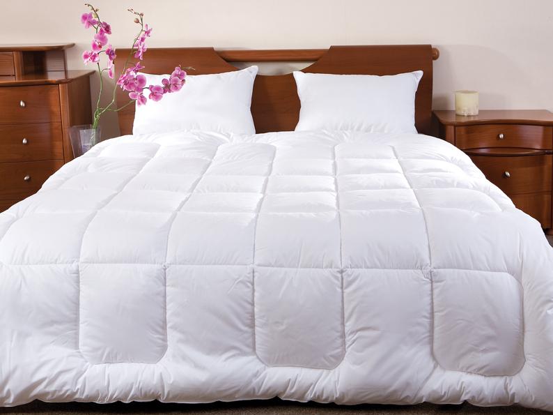 Одеяло Arctique, 140 х 205 см121060102Одеяло Arctique не оставит равнодушным тех, кто ценит качество и комфорт. Экологически чистый наполнитель Экофайбер гипоаллергенен и поддерживает объем изделий долгое время. В одеяле двойной слой наполнителя, который, являясь высококачественным заменителем пуха, обладает отличными согревающими свойствами, поэтому под ним очень тепло даже самой холодной ночью.
