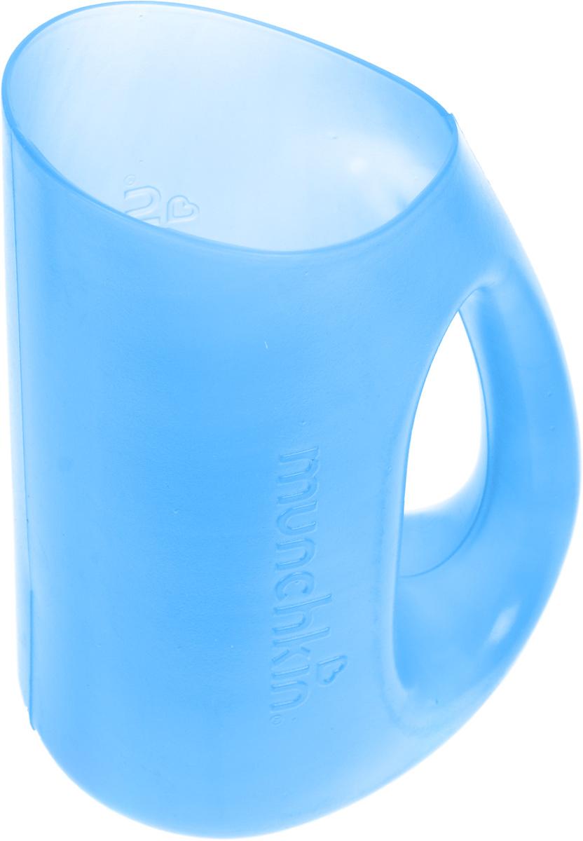 Кувшин для мытья волос Munchkin, цвет: синий11336Мягкий кувшин-ополаскиватель Munchkin позволит сделать мытье волос ребенка еще проще! Благодаря мягкому краю, кувшин помогает предотвратить попадание мыла и воды в глаза малыша. Нужно осторожно прижать мягкий обод ко лбу ребенка и смыть шампунь и мыло с волос. Простая, удобная ручка помогает полностью контролировать процесс ополаскивания. Кредо Munchkin, американской компании с 20-летней историей: избавить мир от надоевших и прозаических товаров, искать умные инновационные решения, которые превращает обыденные задачи в опыт, приносящий удовольствие. Понимая, что наибольшее значение в быту имеют именно мелочи, компания создает уникальные товары, которые помогают поддерживать порядок, организовывать пространство, облегчают уход за детьми - недаром компания имеет уже более 140 патентов и изобретений, используемых в создании ее неповторимой и оригинальной продукции. Munchkin делает жизнь родителей легче!