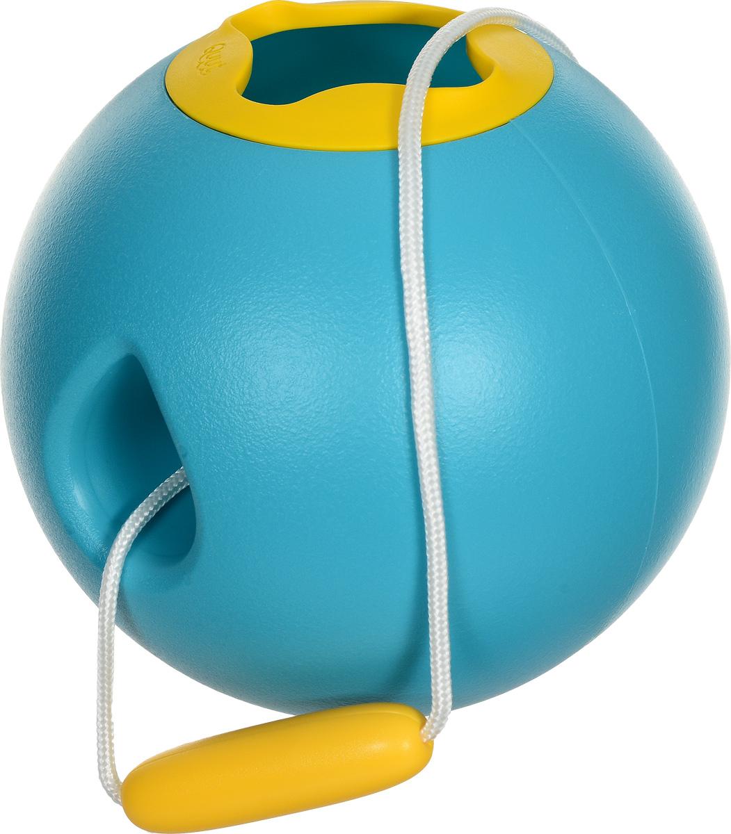 Quut Ведерко для воды Ballo цвет бирюзовый170105Может быть, оно и не похоже на ведёрко, но дети будут его использовать именно так. Умный, современный дизайн и мягкая на ощупь отделка позволяют маленьким рукам без усилий заполнить его водой, побежать с ним по пляжу и легко вылить. Его сферическая форма невероятно устойчива, а значит, вода почти не проливается. Никогда раньше не было так весело носить воду к песочному замку!