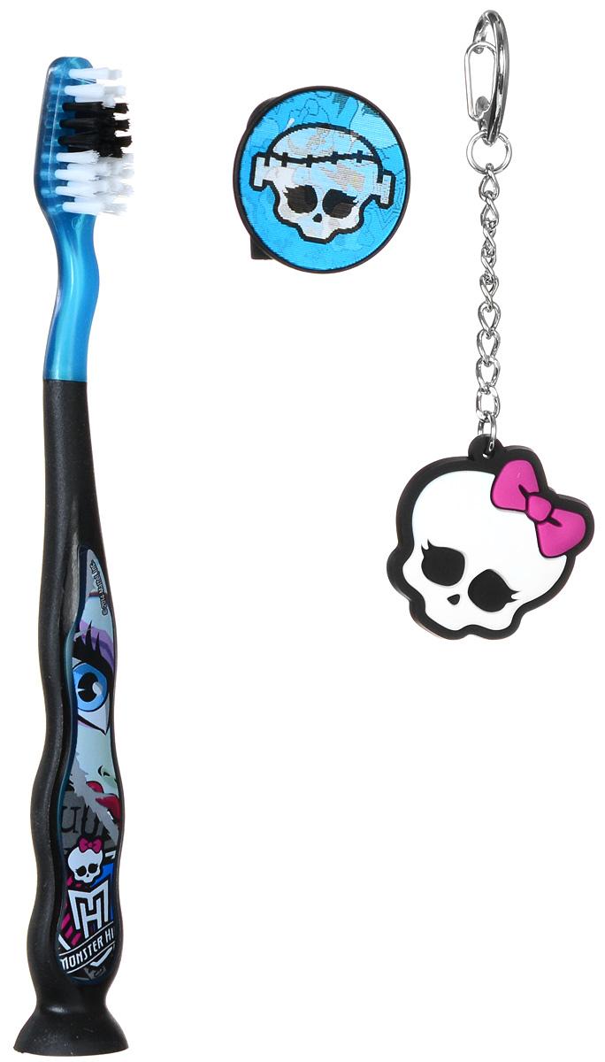 Monster High Зубная щетка на присоске с защитным колпачком и брелоком VoltageousМH-4_черный, голубойДетская зубная щетка на присоске с защитным колпачком Monster High Voltageous идеальна для детского ротика. Щетка имеет эргономичную ручку с присоской, небольшую чистящую головку, цветовое поле мягкой щетины для оптимального дозирования пасты. Ручка оформлена изображением героя мультсериала Monster High. В комплекте с щеткой идет защитный колпачок с меняющимся при наклоне изображением, а также брелок в виде черепа.