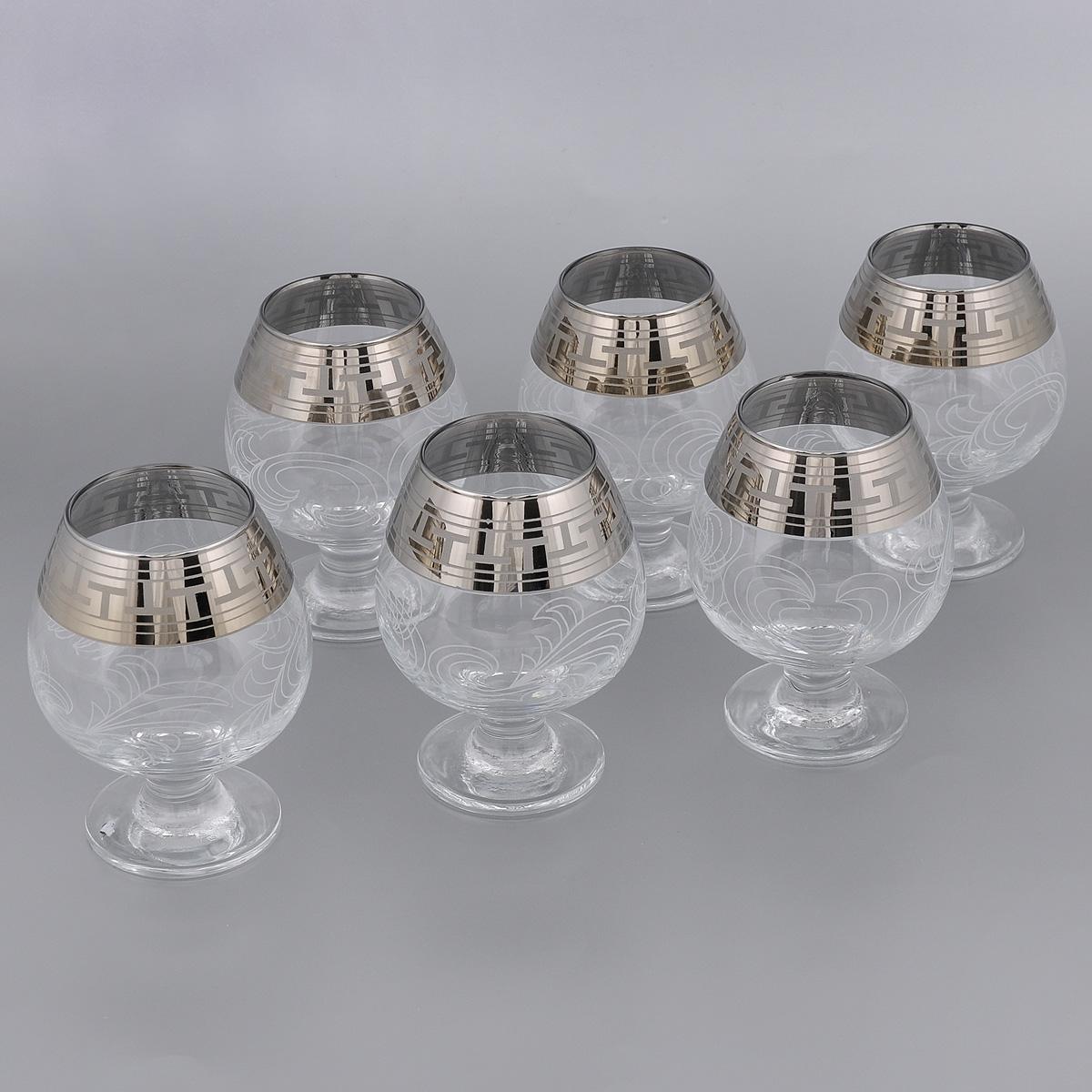 Набор бокалов для бренди Гусь-Хрустальный Греческий узор, 400 мл, 6 штGE01-188Набор Гусь-Хрустальный Греческий узор состоит из 6 бокалов на тонких коротких ножках, изготовленных из высококачественного натрий-кальций-силикатного стекла. Изделия оформлены красивым зеркальным покрытием и белым матовым орнаментом. Бокалы предназначены для бренди. Такой набор прекрасно дополнит праздничный стол и станет желанным подарком в любом доме. Разрешается мыть в посудомоечной машине. Диаметр бокала (по верхнему краю): 6 см. Высота бокала: 12,5 см.