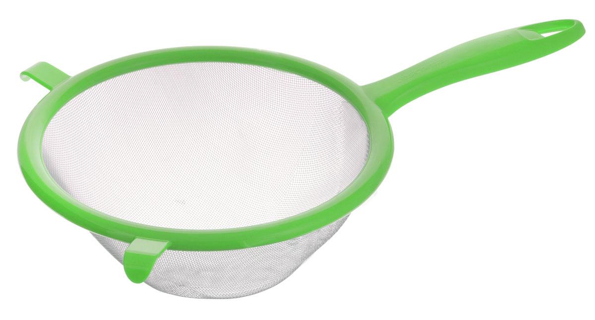 Сито Tescoma Presto, цвет: зеленый, диаметр 17 см420605_зеленыйСито Tescoma Presto изготовлено из высококачественной нержавеющей стали и прочного пластика. За обычным дизайном скрывается практичность и функциональность. Эргономичная ручка снабжена отверстием для подвешивания на крючок. С этим ситом вы можете просеивать сыпучие продукты, процеживать компоты и соки. Незаменимо оно станет и для приготовления детских пюре. Удобство в использовании дополняется двумя держателями. Такое сито станет незаменимым аксессуаром на вашей кухне. Можно мыть в посудомоечной машине. Диаметр сита: 17 см. Длина (с учетом ручки): 30 см.