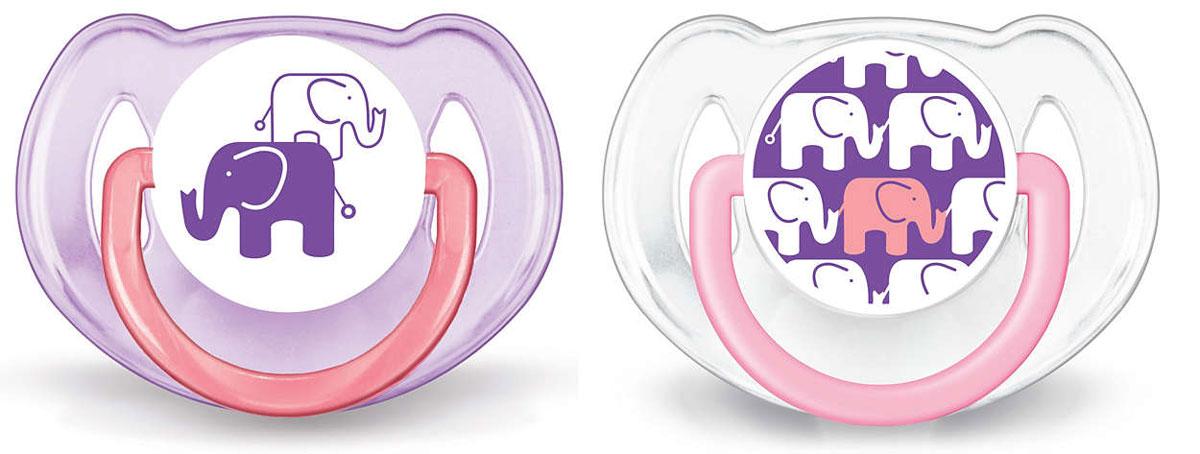 Philips Avent Пустышка силиконовая классическая Слоны от 6 до 18 месяцев цвет фиолетовый 2 шт SCF195/30SCF195/30Силиконовая пустышка Philips Avent Слоны с ярким дизайном непременно привлечет внимание вашего малыша. Силикон не обладает вкусом и запахом, что делает этот материал наиболее приемлемым для младенца. Пустышка помогает удовлетворить естественную потребность в сосании, а также тренирует мышцы губ, языка и челюсти, что играет важную роль в развитии речи и способности пережевывать пищу. Симметричная мягкая соска пустышки учитывает естественное строение и развитие неба, зубов и десен младенца. Защелкивающийся защитный колпачок предназначен для гигиеничного хранения стерилизованных пустышек, а кольцевая ручка обеспечит более удобное вынимание пустышки. В комплекте 2 пустышки с колпачками. Не содержит Бисфенол-А. Можно мыть в посудомоечной машине и стерилизовать.