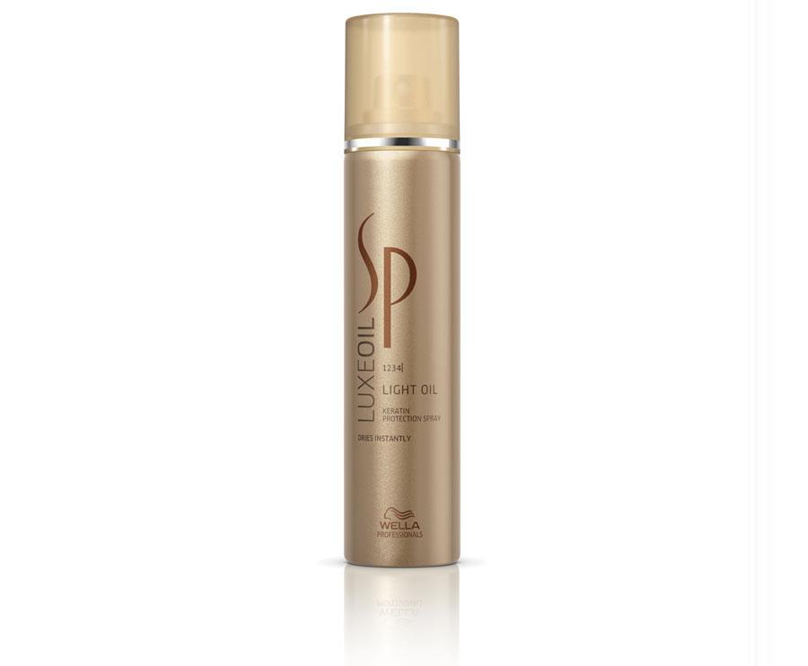Wella SP Спрей для восстановления кератина волос Luxe Line, 75 мл81416697Wella SP Luxe Line Спрей для восстановления кератина волос - в формате ультра легкого средства, идеально подходит для тоненьких и ломких волос. Питает волосы заглаживая их поверхность, придает красивое сияние и не оставляет жирных следов на ваших волосах. Разглаживает волос по всей длине, скрывая все его недостатки и повреждения. Это замечательное средство, превращает ваш волос в эластичное полотно. Спрей который восстанавливает кератин, завершает уход за вашими волосами. В состав спрея для восстановления кератина, входит в первую очередь главный элемент, кератин, который восстановит ваши волосы и защитит кератин в структуре каждого локона. Спрей создаст защитную вуаль, обогащая каждый волос драгоценными маслами: аргана, миндаля, жожоба. Масла ухаживаю за волосами и придают естественный уход и насыщает жирными аминокислотами.