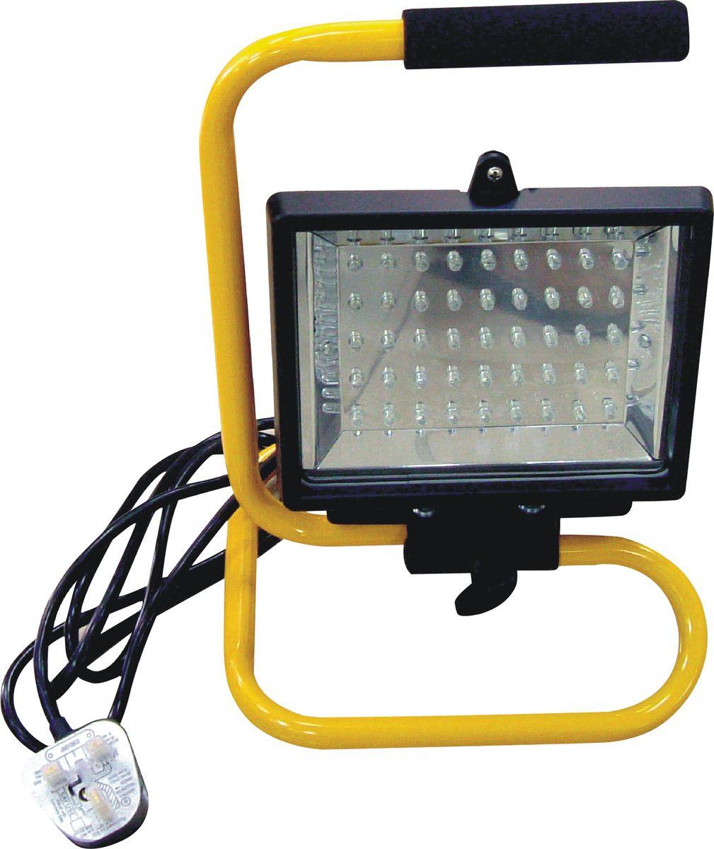 Лампа-прожектор гаражная Zipower, светодиодная. PM 4257PM 4257Лампа-прожектор Zipower предназначена для локального освещения в гаражах, на парковках, в складских помещения, ангарах, подъездах. Прожектор обеспечивает мощный световой поток, позволяет экономить электроэнергию благодаря использованию 45 современных светодиодов. Изделие устойчиво к перепадам напряжения и может храниться при температуре от –40°С до +50°C. Надежный и устойчивый корпус оснащен рукояткой для переноса. Количество светодиодов: 45. Длина электрического кабеля: 1,8 м