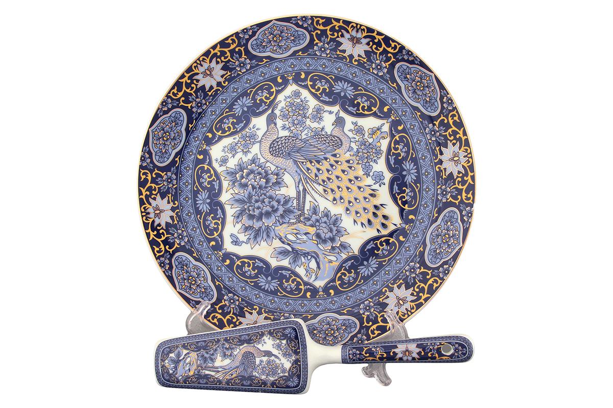Подставка под торт Elan Gallery Павлин, с лопаткой. 180859180859Красочная посуда подарит настроение и уют, привнесет разнообразие в приготовление ваших любимых блюд и сервировку семейного стола.