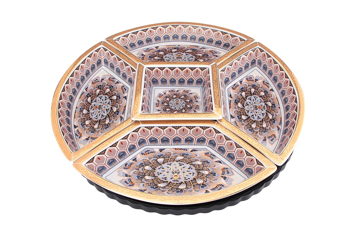 Менажница Elan Gallery Калейдоскоп, на крутящейся подставке, 5 секций471271Менажница выполненная из высококачественной керамики, состоит из 5 съемных секций, оформленных оригинальным рисунком. Она предназначена для подачи сразу нескольких видов закусок, нарезок или соусов. Изделие размещено на пластиковой вращающейся подставке. Менажница станет настоящим украшением праздничного стола и подчеркнет ваш изысканный вкус. Диаметр 35 см.
