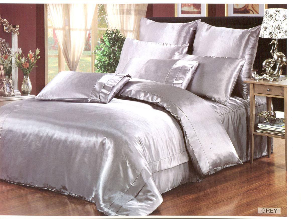 Комплект белья Arya, двухсторонний, 2-х спальный, наволочки 50x70, 70x70, цвет: белыйE1004340Комплект постельного белья линии Шелк изготовлен из атласа. Белье из атласа – это потрясающий внешний вид, яркий блеск не выцветающие рисунки. Конечно, атлас нельзя сравнивать с натуральным шелком по долговечности и полезным для здоровья свойствам, но смотрится так же ярко и нарядно. Ухаживать за бельем из декоративного шелка достаточно просто: он не выгорает на солнце, быстро сохнет и совсем не мнется. Как любая синтетическая ткань, атлас накапливает статическое электричество, плохо пропускает воздух и отводит влагу. Но все недостатки скрашиваются его поистине королевским внешним видом. Наволочки с декоративным кантом, входящие в этот комплект, особенно подойдут, если вы предпочитаете класть подушки поверх покрывала. Кайма шириной 5-10см с трех или четырех сторон делает подушки визуально более объемными, смотрятся они очень аккуратно, даже парадно. Еще такие наволочки называют оксфордскими или наволочками с ушками. В сатине высокой плотности нити очень сильно скручены, поэтому...