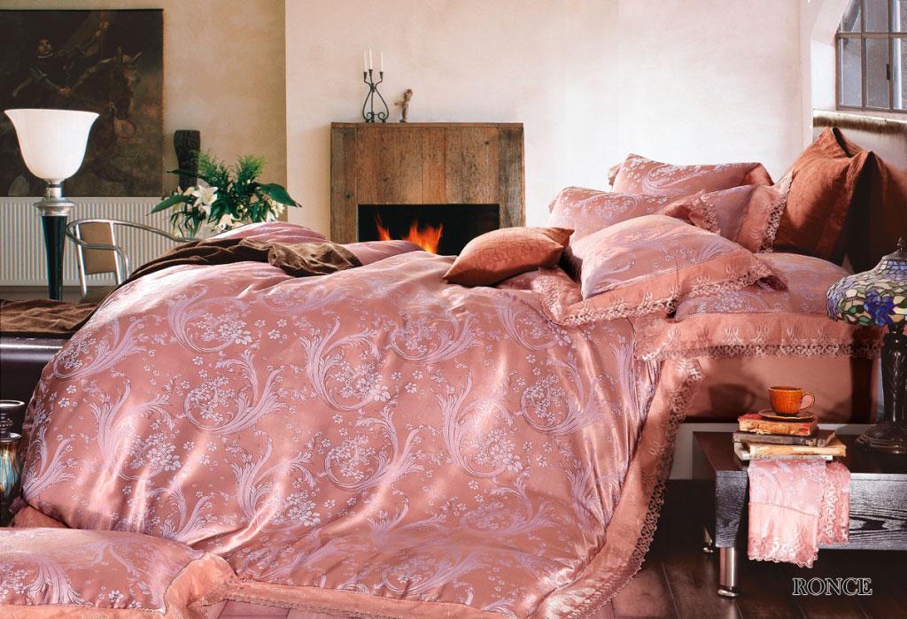 Комплект белья Arya Ronce, 2-спальный, наволочки 50x70, 70x70, цвет: розовыйTR1001091Роскошный комплект постельного белья Arya Ronce состоит из пододеяльника, простыни и четырех наволочек, выполненных из жаккарда с тонким гипюром высокого качества. Жаккард - это ткань с уникальным рисунком, который создают на специальном станке. Из-за сложного плетения эта ткань довольно жесткая, поэтому используют ее только для верхней стороны пододеяльника и наволочек. Хлопковый жаккард соединяет в себе все плюсы натуральной ткани и сложного плетения: хорошо впитывает влагу, дышит, долговечен и прочнее любой ткани, кроме натурального шелка. В сатине высокой плотности нити очень сильно скручены, поэтому ткань гладкая и немного блестит. Комплект из плотного сатина прослужит дольше любого другого хлопкового белья. Гипюром называется кружевное полотно, состоящее из фрагментов, сплетенных на коклюшках или сшитых иглой. Фрагменты соединяются тонкими связками. Гипюр производится из наитончайших шелковых или хлопчатобумажных нитей. Благодаря...