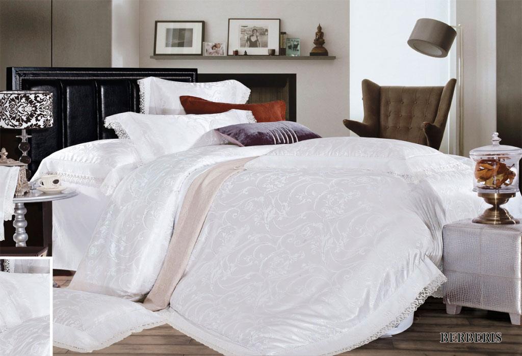 Комплект белья Arya Berberis, 2-х спальный, наволочки 50x70, 70x70, цвет: белыйTR1001090Комплект постельного белья линии Броде Жаккард изготовлен из хлопкового жаккарда с нежным тонким гипюром высокого качества. Жаккард – это ткань с уникальным рисунком, который создают на специальном станке. Из-за сложного плетения эта ткань довольно жесткая, поэтому используют ее только для верхней стороны пододеяльника и наволочек. Хлопковый жаккард соединяет в себе все плюсы натуральной ткани и сложного плетения: хорошо впитывает влагу, дышит, долговечен и прочнее любой ткани, кроме натурального шелка. В сатине высокой плотности нити очень сильно скручены, поэтому ткань гладкая и немного блестит. Комплект из плотного сатина прослужит дольше любого другого хлопкового белья. Благодаря диагональному пересечению нитей, он почти не мнется, и по гладкости и мягкости уступает лишь атласным тканям. Гипюром называется кружевное полотно, состоящее из фрагментов, сплетенных на коклюшках или сшитых иглой. Фрагменты соединяются тонкими связками. Гипюр производится из наитончайших шелковых или...