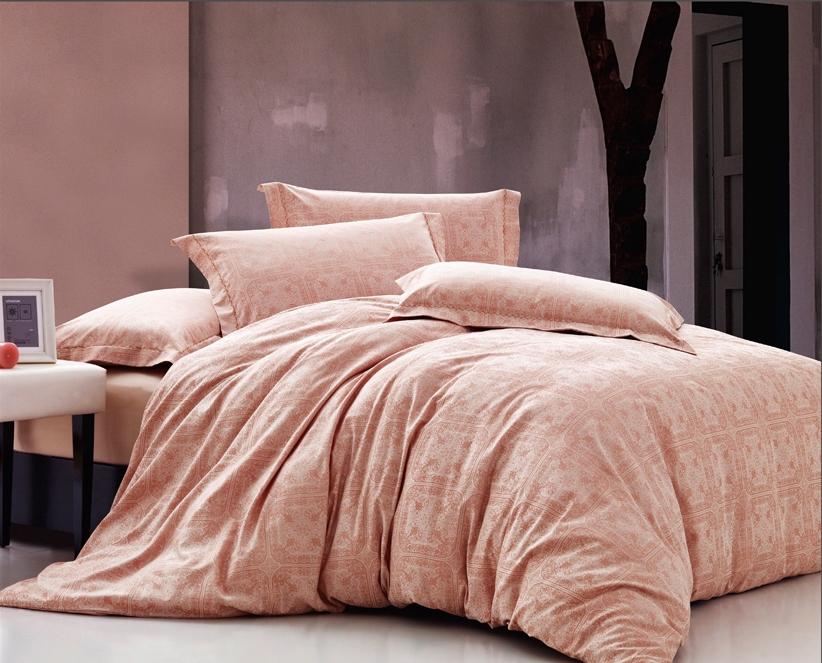 Комплект белья Arya Peony, 2-х спальный, наволочки 50x70, цвет: розовыйF0007560Комплект постельного белья линии Romance Жаккард изготовлен из хлопкового жаккарда. Жаккард – это ткань с уникальным рисунком, который создают на специальном станке. Из-за сложного плетения эта ткань довольно жесткая, поэтому используют ее только для верхней стороны пододеяльника и наволочек. Хлопковый жаккард соединяет в себе все плюсы натуральной ткани и сложного плетения: хорошо впитывает влагу, дышит, долговечен и прочнее любой ткани, кроме натурального шелка. В сатине высокой плотности нити очень сильно скручены, поэтому ткань гладкая и немного блестит. Комплект из плотного сатина прослужит дольше любого другого хлопкового белья. Благодаря диагональному пересечению нитей, он почти не мнется, но по гладкости и мягкости уступает атласным тканям. Производитель данного постельного белья- Компания Arya- создана в 1992 году в Стамбуле. Довольно быстро она стала лидером турецкого рынка текстиля. Бренд следует всем веяниям моды, это касается как современных дизайнов, так и...