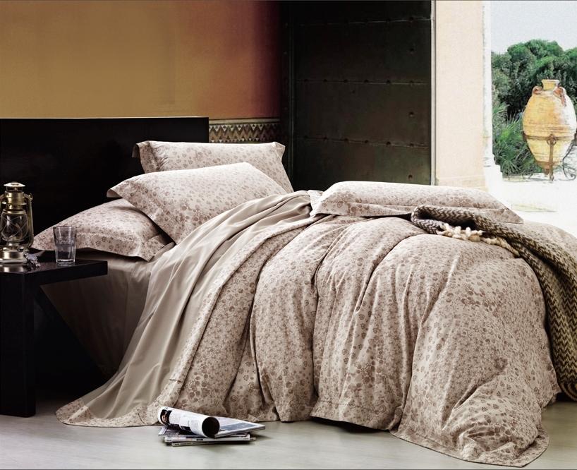 Комплект белья Arya Mannara, 2-х спальный, наволочки 50x70, цвет: кремовыйF0007388Комплект постельного белья линии Romance Жаккард изготовлен из хлопкового жаккарда. Жаккард – это ткань с уникальным рисунком, который создают на специальном станке. Из-за сложного плетения эта ткань довольно жесткая, поэтому используют ее только для верхней стороны пододеяльника и наволочек. Хлопковый жаккард соединяет в себе все плюсы натуральной ткани и сложного плетения: хорошо впитывает влагу, дышит, долговечен и прочнее любой ткани, кроме натурального шелка. В сатине высокой плотности нити очень сильно скручены, поэтому ткань гладкая и немного блестит. Комплект из плотного сатина прослужит дольше любого другого хлопкового белья. Благодаря диагональному пересечению нитей, он почти не мнется, но по гладкости и мягкости уступает атласным тканям. Производитель данного постельного белья- Компания Arya- создана в 1992 году в Стамбуле. Довольно быстро она стала лидером турецкого рынка текстиля. Бренд следует всем веяниям моды, это касается как современных дизайнов, так и...