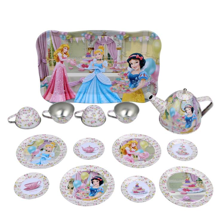 Disney Игровой набор детской посуды Принцесса Чайная вечеринкаDSN0201-009Главной особенностью набора является фирменное и красочное оформление, выполненное совместно с компанией Disney. Каждый элемент тщательно проработан и детализирован – от упаковки до самого маленького блюдца. Материал посуды – прочный, легкий металл, который не разобьется во время игры. В набор чайной посуды Чайная вечеринка входит 15 предметов: - 1 поднос - 8 блюдец разного размера - 4 чашки - 1 чайник с крышкой