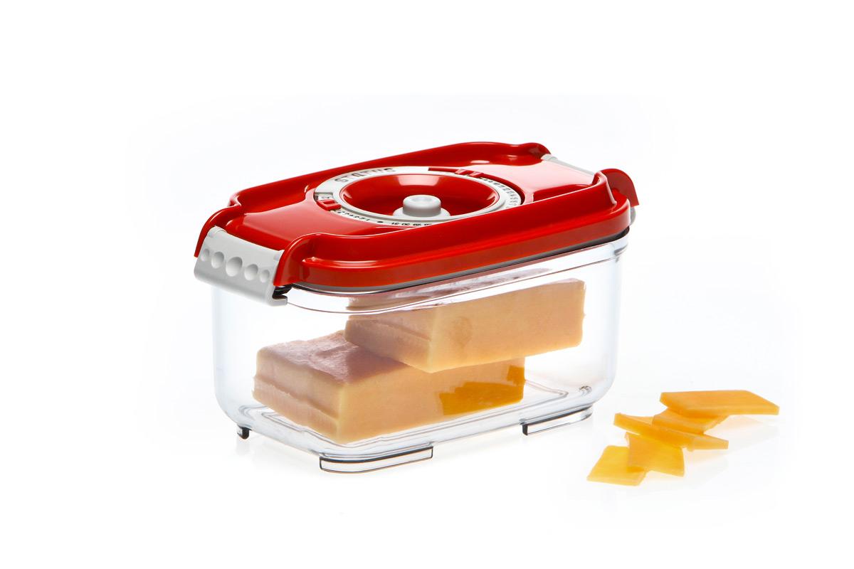 Контейнер вакуумный Status, цвет: прозрачный, красный, 500 мл. VAC-REC-05VAC-REC-05 RedБлагодаря использованию вакуумных контейнеров, продукты не подвергаются внешнему воздействию, и срок хранения значительно увеличивается. Продукты сохраняют свои вкусовые качества и аромат, а запахи в холодильнике не перемешиваются. Контейнер для хранения продуктов в вакууме Прочный хрустально-прозрачный тритан Прямоугольная форма Объем 0,5 литра Индикатор даты (месяц, число) BPA-Free Размер: 15,5 x 9 x 8,5 см Сделано в Словении Допускается замораживание (до -21 °C), мойка контейнера в посудомоечной машине, разогрев в СВЧ (без крышки). Рекомендовано хранение следующих продуктов: сахара, кофе, травы, специи, различные сладости. Вакуумный контейнер объемом 0,5 л может устойчиво храниться сверху на вакуумном контейнере 0,8 л.