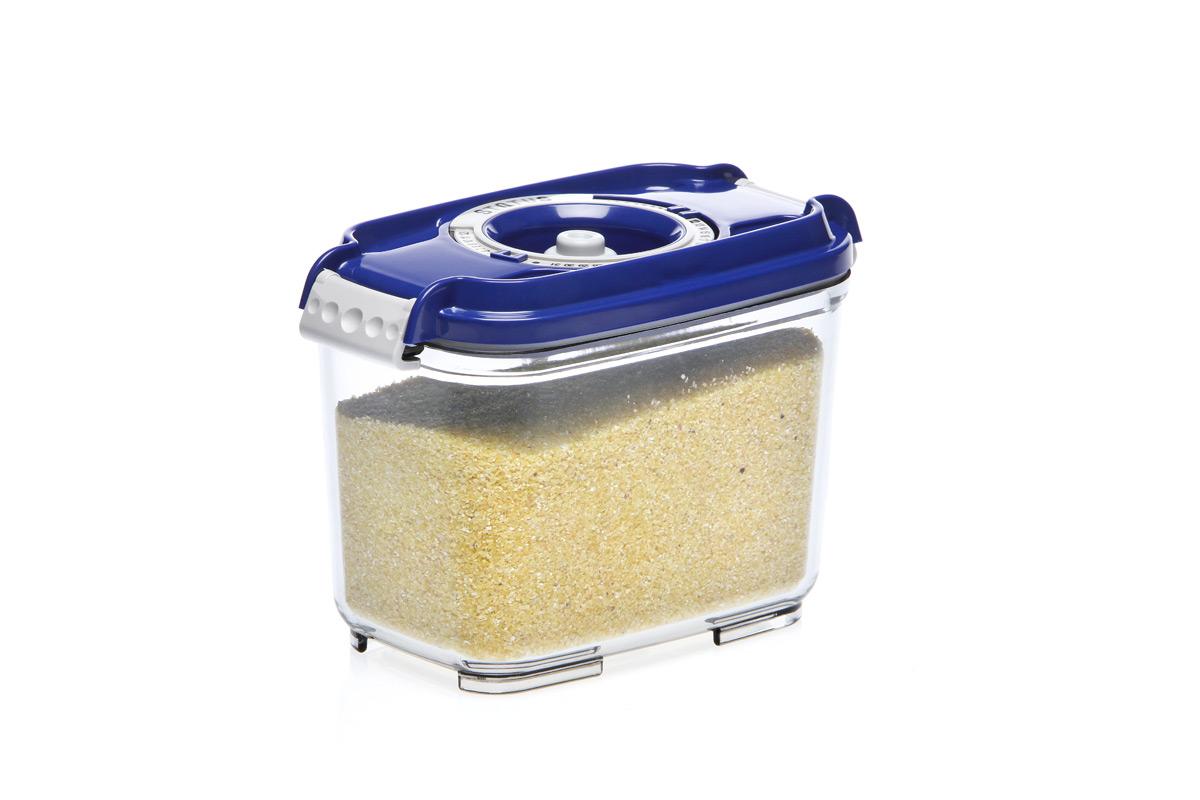 Контейнер вакуумный Status, цвет: прозрачный, синий, 0,8 лVAC-REC-08 BlueВакуумный контейнер Status рекомендован для хранения следующих продуктов: фрукты, овощи, хлеб, колбасы, сыры, сладости, соусы, супы. Благодаря использованию вакуумных контейнеров, продукты не подвергаются внешнему воздействию и срок хранения значительно увеличивается. Продукты сохраняют свои вкусовые качества и аромат, а запахи в холодильнике не перемешиваются. Контейнер изготовлен из прочного хрустально-прозрачного тритана. На крышке - индикатор даты (месяц, число). Допускается замораживание (до -21 °C), мойка контейнера в посудомоечной машине, разогрев в СВЧ (без крышки). Объем контейнера: 0,8 л. Размер: 15,5 х 9 х 10,5 см.