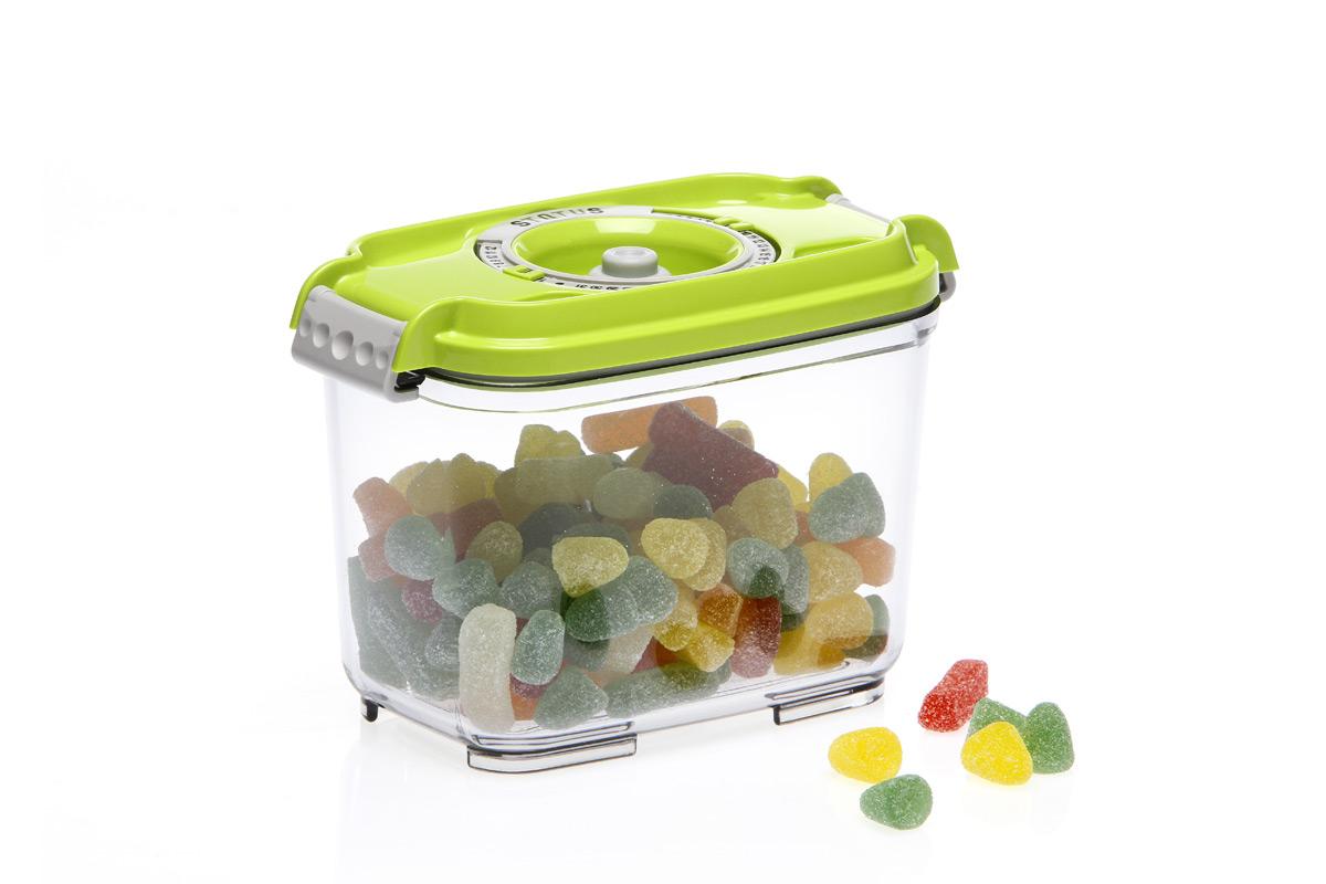 Контейнер вакуумный Status, цвет: прозрачный, зеленый, 800 мл. VAC-REC-08VAC-REC-08 GreenБлагодаря использованию вакуумных контейнеров, продукты не подвергаются внешнему воздействию и срок хранения значительно увеличивается. Продукты сохраняют свои вкусовые качества и аромат, а запахи в холодильнике не перемешиваются. Контейнер для хранения продуктов в вакууме Прочный хрустально-прозрачный тритан Прямоугольная форма Объем 0,8 литра Индикатор даты (месяц, число) BPA-Free Размер: 15,5 x 9 x 10,5 см Сделано в Словении Допускается замораживание (до -21 °C), мойка контейнера в посудомоечной машине, разогрев в СВЧ (без крышки). Рекомендовано хранение следующих продуктов: сахара, кофе, травы, печенье, пирожное, салями, сыр, чеснок, крупы, различные сладости, соусы. Вакуумный контейнер объемом 0,8 л может устойчиво храниться сверху на вакуумном контейнере 0,5 л.