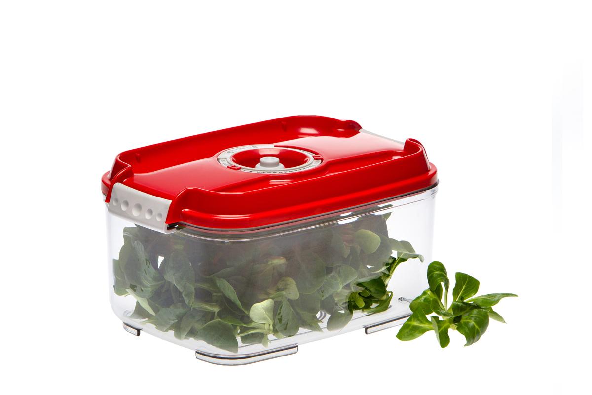Контейнер вакуумный Status, цвет: прозрачный, красный, 2 л. VAC-REC-20VAC-REC-20 RedБлагодаря использованию вакуумных контейнеров, продукты не подвергаются внешнему воздействию, и срок хранения значительно увеличивается. Продукты сохраняют свои вкусовые качества и аромат, а запахи в холодильнике не перемешиваются. Контейнер для хранения продуктов в вакууме Прочный хрустально-прозрачный тритан Прямоугольная форма Объем 2,0 литра Индикатор даты (месяц, число) BPA-Free Размер: 22,5 x 15,5 x 11,5 см Сделано в Словении Допускается замораживание (до -21 °C), мойка контейнера в посудомоечной машине, разогрев в СВЧ (без крышки). Рекомендовано хранение следующих продуктов: фрукты, овощи, хлеб, макаронные изделия и крупы, колбасы, сыры. Вакуумный контейнер объёмом 2,0 л может устойчиво храниться сверху на вакуумном контейнере 1,4 л.