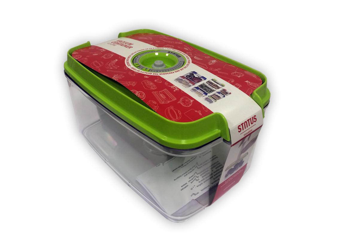 Контейнер вакуумный Status, цвет: прозрачный, зеленый, 4,5 лVAC-REC-45 GreenВакуумный контейнер Status рекомендован для хранения следующих продуктов: фрукты, овощи, хлеб, колбасы, сыры, сладости, соусы, супы. Благодаря использованию вакуумных контейнеров, продукты не подвергаются внешнему воздействию и срок хранения значительно увеличивается. Продукты сохраняют свои вкусовые качества и аромат, а запахи в холодильнике не перемешиваются. Контейнер изготовлен из прочного хрустально-прозрачного тритана. На крышке - индикатор даты (месяц, число). Допускается замораживание (до -21 °C), мойка контейнера в посудомоечной машине, разогрев в СВЧ (без крышки). Объем контейнера: 4,5 л. Размер: 29,5 x 18,5 x 11,5 см.