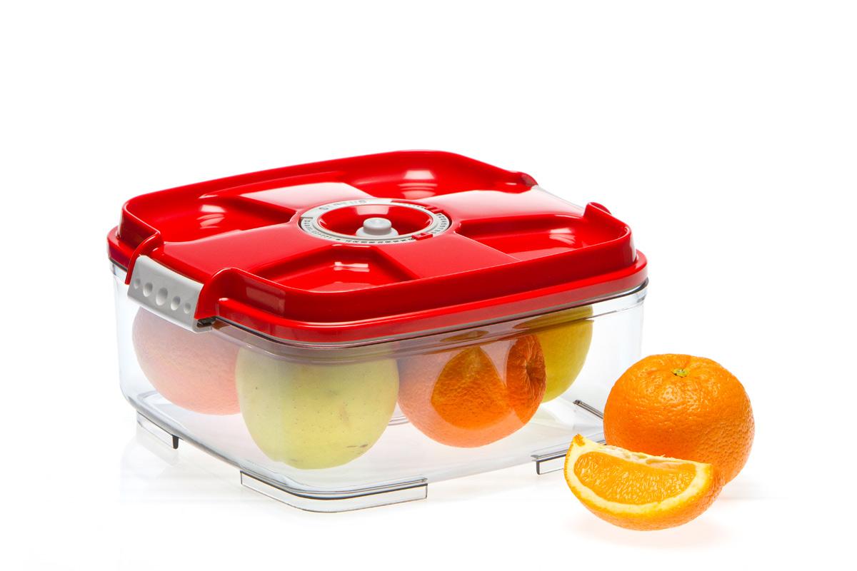 Контейнер вакуумный Status, цвет: прозрачный, красный, 2 л. VAC-SQ-20VAC-SQ-20 RedБлагодаря использованию вакуумных контейнеров, продукты не подвергаются внешнему воздействию, и срок хранения значительно увеличивается. Продукты сохраняют свои вкусовые качества и аромат, а запахи в холодильнике не перемешиваются. Контейнер для хранения продуктов в вакууме Прочный хрустально-прозрачный тритан Квадратная форма Объем 2,0 литра Индикатор даты (месяц, число) BPA-Free Размер: 22 x 22 x 11 см Сделано в Словении Допускается замораживание (до -21 °C), мойка контейнера в посудомоечной машине, разогрев в СВЧ (без крышки). Рекомендовано хранение следующих продуктов: фрукты, овощи, хлеб, крупа, мука, сухофрукты, колбасы, сыры, соусы, супы.