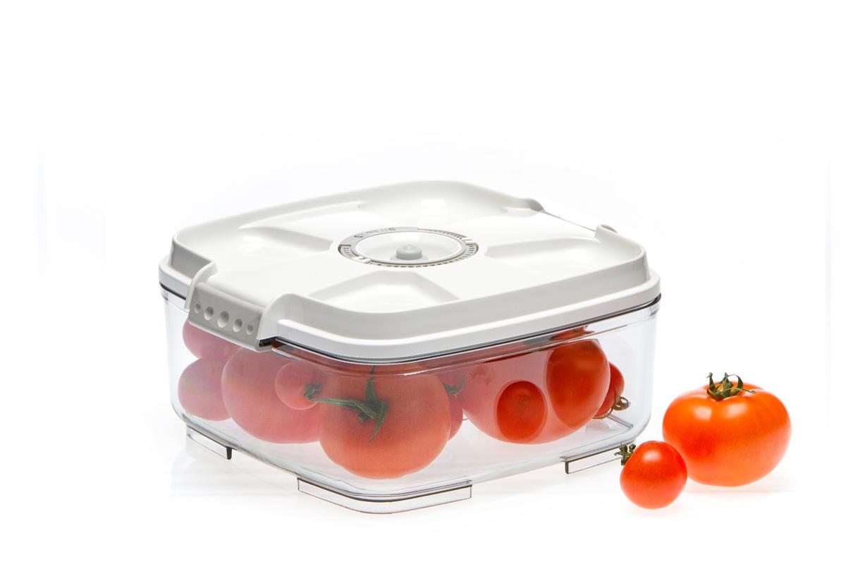 Контейнер вакуумный Status, цвет: прозрачный, белый, 2 л. VAC-SQ-20VAC-SQ-20 WhiteВакуумный контейнер Status рекомендован для хранения следующих продуктов: фрукты, овощи, хлеб, крупа, мука, сухофрукты, колбасы, сыры, соусы, супы. Благодаря использованию вакуумных контейнеров, продукты не подвергаются внешнему воздействию и срок хранения значительно увеличивается. Продукты сохраняют свои вкусовые качества и аромат, а запахи в холодильнике не перемешиваются. Контейнер изготовлен из прочного хрустально-прозрачного тритана. На крышке - индикатор даты (месяц, число). Допускается замораживание (до -21 °C), мойка контейнера в посудомоечной машине, разогрев в СВЧ (без крышки). Объем контейнера: 2 л. Размер: 22 х 22 х 10 см.