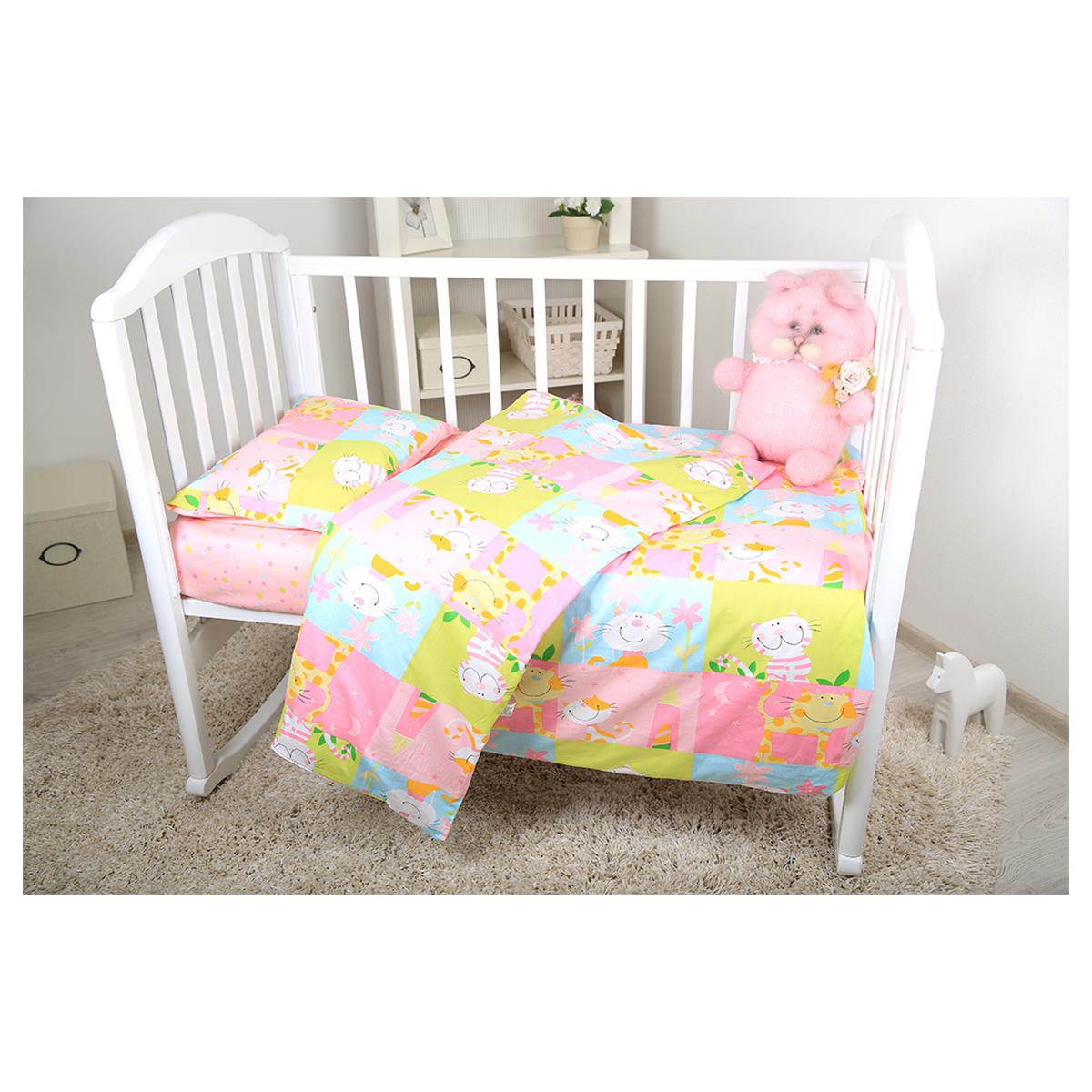 Baby Nice Комплект белья для новорожденных Веселые котята цвет розовыйВ 40010Нежный сатин делает детское постельное белье мягкими и шелковистыми. Красивое детское постельное белье помогает детям заснуть: они с удовольствием ложатся в кроватку и просыпаются в хорошем настроении. Этому способствуют и замечательные характеристики сатина: гипоаллергенность, отличный влаго- и теплообмен. наволочка 40х60, пододеяльник 112х147,простынь на резинке для матраса 60х120.
