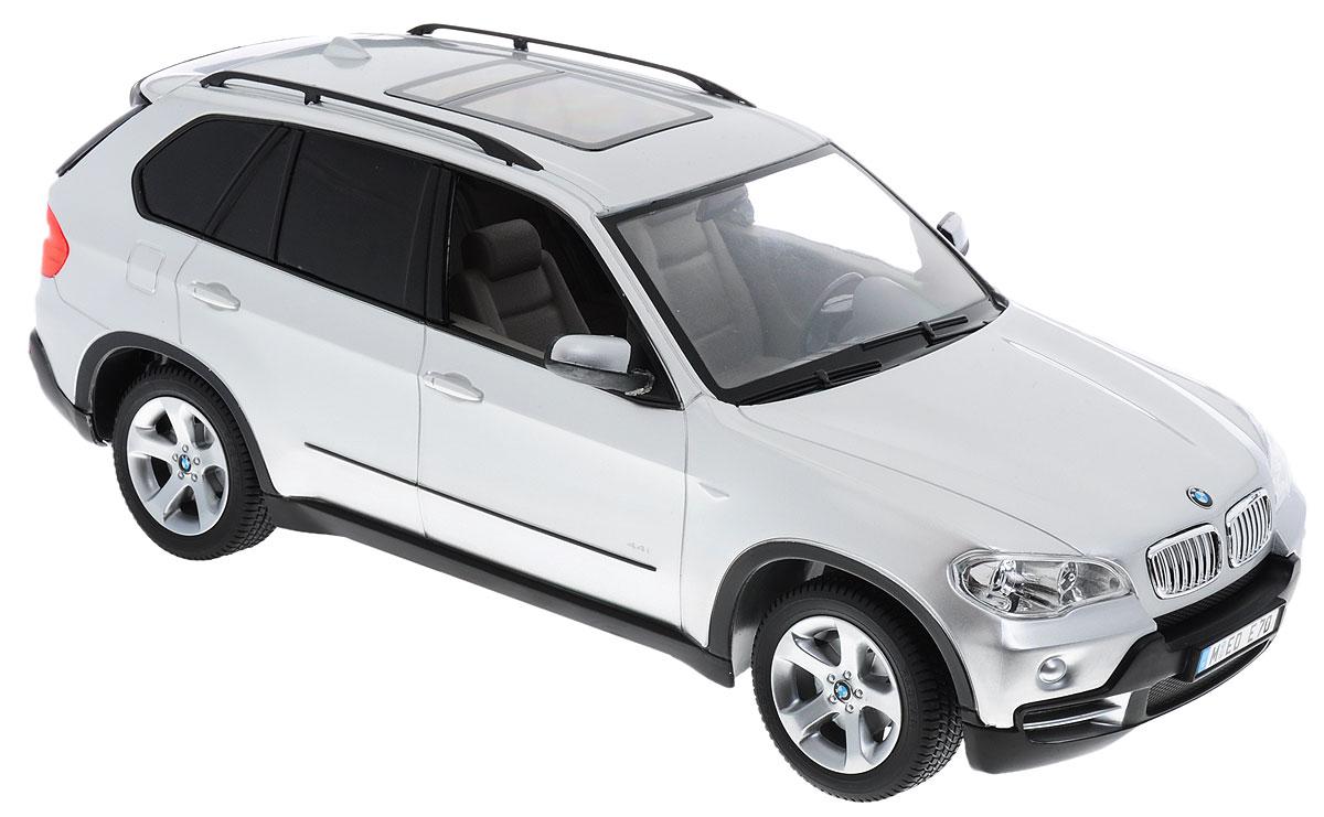 Rastar Радиоуправляемая модель BMW X5 цвет серебристый масштаб 1:1423200-1rРадиоуправляемая модель Rastar BMW X5 предназначена для тех, кто любит роскошь и высокие скорости. Изделие выполнено из пластика с использованием металлических элементов. Это авто обладает неповторимым провокационным стилем и спортивным характером. Автомобиль отличается потрясающей маневренностью, динамикой и покладистостью. Выполнена машина в точной детализации с настоящим автомобилем в масштабе 1:14. Управление машинкой происходит с помощью пульта. Машина двигается вперед и назад, поворачивает направо, налево и останавливается. Имеются световые эффекты. Пульт управления работает на частоте 27 MHz. Колеса игрушки прорезинены и обеспечивают плавный ход, машинка не портит напольное покрытие. Радиоуправляемые игрушки способствуют развитию координации движений, моторики и ловкости. Ваш ребенок часами будет играть с моделью, придумывая различные истории и устраивая соревнования. Порадуйте его таким замечательным подарком! Машина работает от...