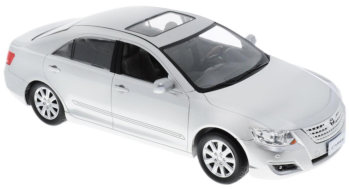 Rastar Радиоуправляемая модель Toyota Camry цвет серебристый35800Радиоуправляемая модель Rastar Toyota Camry обладает неповторимым провокационным стилем и спортивным характером. Маневренная и реалистичная уменьшенная копия Toyota Camry выполнена в точной детализации с настоящим автомобилем в масштабе 1:14. Управление машинкой происходит с помощью пульта. Машина двигается вперед и назад, поворачивает направо, налево и останавливается. У авто имеются световые эффекты. Колеса игрушки прорезинены и обеспечивают плавный ход, машинка не портит напольное покрытие. Радиоуправляемые игрушки способствуют развитию координации движений, моторики и ловкости. Ваш ребенок часами будет играть с моделью, придумывая различные истории и устраивая соревнования. Порадуйте его таким замечательным подарком! Машина работает от 5 батареек напряжением 1,5V типа АА (не входят в комплект). Пульт управления работает от батарейки типа Крона (не входит в комплект).