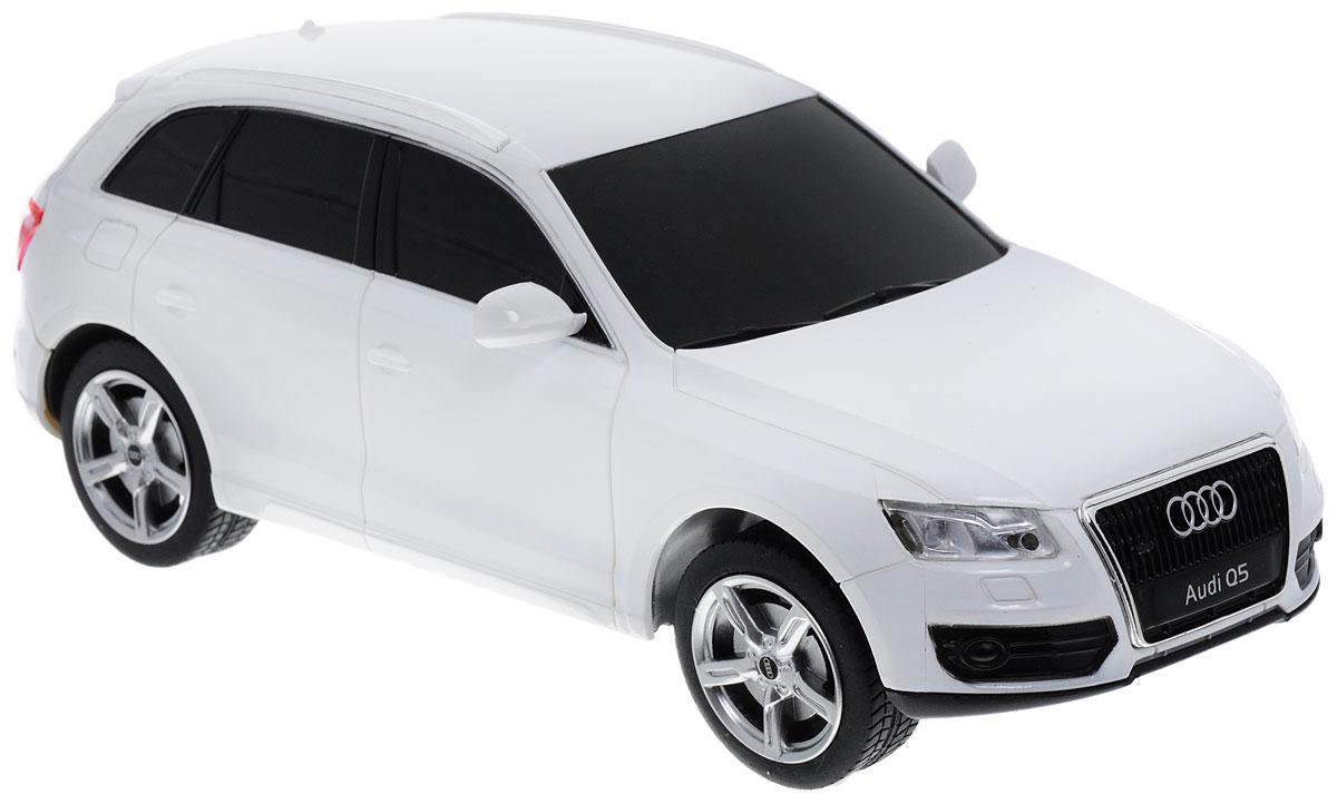 Rastar Радиоуправляемая модель Audi Q5 цвет белый масштаб 1:2438600Радиоуправляемая модель Rastar Audi Q5 станет отличным подарком любому мальчику! Все дети хотят иметь в наборе своих игрушек ослепительные, невероятные и модные автомобили на радиоуправлении. Тем более, если это автомобиль известной марки с проработкой всех деталей, удивляющий приятным качеством и видом. Одной из таких моделей является автомобиль на радиоуправлении Rastar Audi Q5. Это точная копия настоящего авто в масштабе 1:24. Автомобиль обладает неповторимым стилем и спортивным характером. Потрясающая маневренность, динамика и покладистость - отличительные качества этой модели. Возможные движения: вперед-назад, вправо-влево, остановка. Пульт управления работает на частоте 40 MHz. Машина работает от 3 батареек типа АА (не входят в комплект). Пульт работает от 2 батареек типа АА (не входят в комплект).