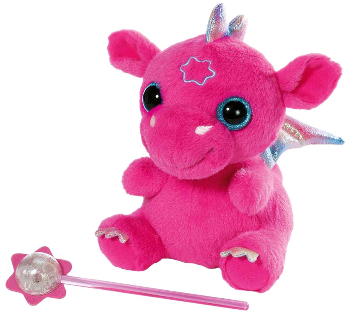 Baby Born Интерактивная игрушка Дракон822-418Оригинальная интерактивная игрушка Baby Born Дракон обязательно понравится вашей дочурке. Плюшевый дракон с радужными крылышками выглядит поистине сказочно, а если дотронуться до его лба волшебной палочкой из комплекта, он издаст мелодичное урчание. Выполнена игрушка из безопасных гипоаллергенных материалов. Такой дракончик станет замечательным другом для вашей малышки. Рекомендуется докупить 3 батарейки типа LR44 (товар комплектуется демонстрационными).