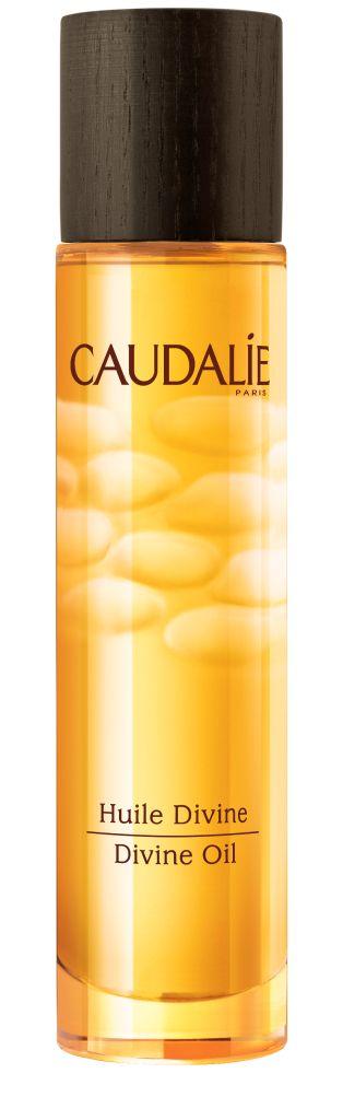 Caudalie Divine Божественное масло, 50 мл133Сухое масло Caudalie эффективно увлажняет, питает и совершенствует кожу, благодаря уникальному сочетанию исключительных масел (виноград, гибискус, кунжут, аргана) и наших запатентованных антиоксидантных полифенолов. Этот эликсир великолепия благоухает теплыми, чувственными ароматами, сочетающими цветочные, солнечные и древесные ноты.