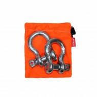 Комплект шаклов Tplus, 3,25 тT001381Рабочая нагрузка: 3.25 т, для а/м со снаряженной массой от 1.5 до 2.5 т; шаклы применяются в съёмных связках для присоединения стальных тросов, буксировочных ремней, динамических строп, удлинителей лебедочного троса и корозащитных строп; коэффициент запаса прочности шаклов 1:6