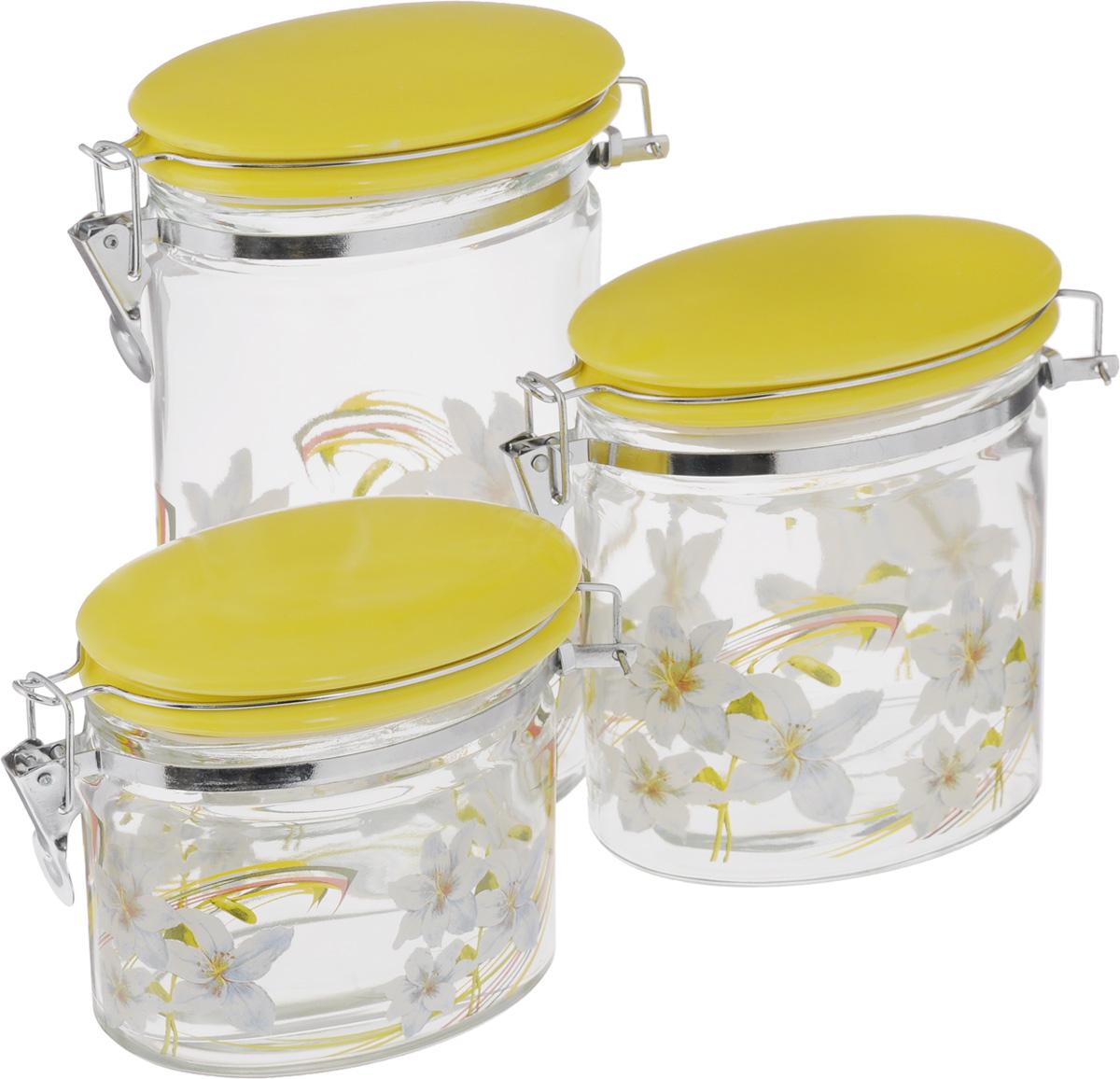 Набор банок для сыпучих продуктов Loraine, цвет: желтый, прозрачный, 3 шт2357_желтый, прозрачныйНабор Loraine состоит из трех банок разного объема, предназначенных для хранения сыпучих продуктов. Изделия выполнены из высококачественного стекла и декорированы изображением цветов. Керамические крышки оснащены специальными металлическими фиксаторами, которые позволяют герметично закрывать емкости и сохранить свежесть продуктов. Банки прекрасно подходят для круп, орехов, сухофруктов, чая, кофе, сахара и многого другого. Оригинальный и необычный дизайн набора Loraine прекрасно впишется в интерьер вашей кухни. А также станет желанным подарком для любой хозяйки. Объем банок: 425 мл; 850 мл; 1,15 л. Размер банок (с учетом фиксаторов): 15,5 х 8 х 12,5 см; 15,5 х 8 х 15,5 см; 15,5 х 8 х 22,5 см.