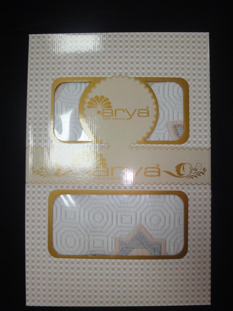 Покрывало Tay-Pen, 200 х 240 смF0000796Покрывало Arya Tay-pen создано из материала гобелен. Достоинства гобеленовых тканей сложно оспорить. Красота и многообразие расцветок сочетаются в этой ткани с высокой прочностью и долговечностью. Чаще всего ткань гобелен производится из хлопка, но возможен и вариант добавления синтетических волокон, при котором износостойкость гобелена становится больше. Ткани из гобелена можно стирать и выполнять химическую чистку. Изделия из гобелена в зависимости от освещения помещения, имеют свойство по-разному себя проявлять постоянно даря все новые и новые детали, которые, как казалось, раньше вы и не замечали.