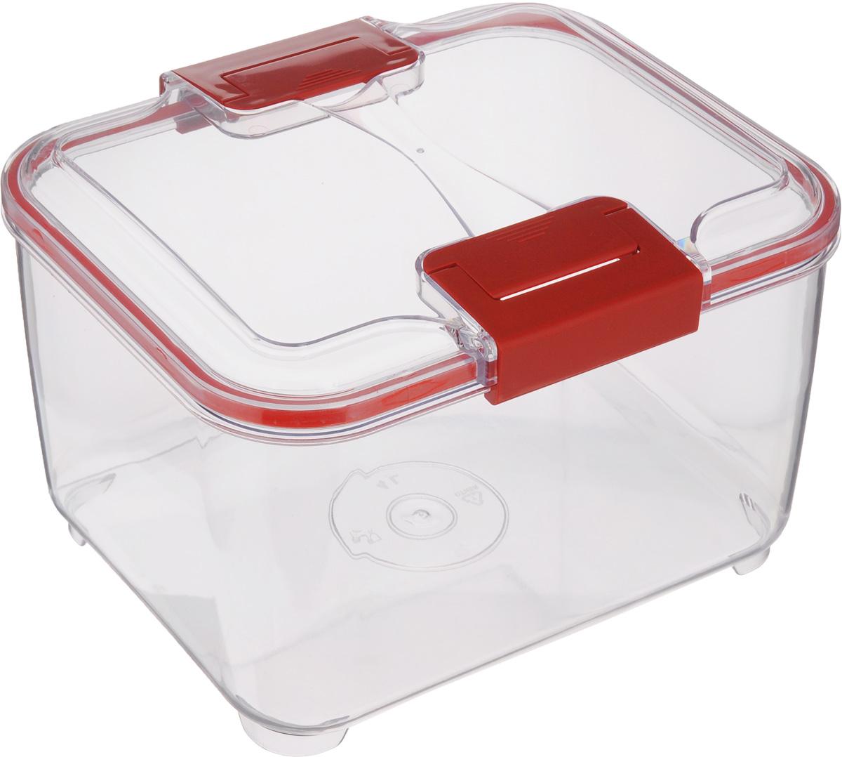 Контейнер Status, цвет: прозрачный, красный, 4 лRC40 RedПищевой контейнер Status изготовлен из высококачественного пищевого пластика. Контейнер безопасен для здоровья, не содержит BPA. Изделие имеет прямоугольную форму и оснащено плотно закрывающейся крышкой. Прозрачные стенки позволяют видеть содержимое. Контейнер закрывается при помощи двух защелок. Можно мыть в посудомоечной машине. Контейнер подходит для использования в морозильной камере и СВЧ.