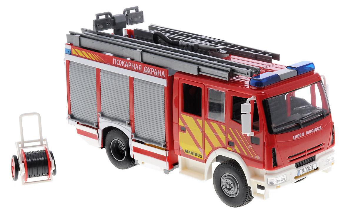 Dickie Toys Пожарная машина Magirus3444537Пожарная машина Dickie Toys Magirus обязательно привлечет внимание вашего ребенка! Игрушка выполнена из прочного пластика красного, серого и белого цветов, колеса машины прорезинены У машины выдвигается стрела с лестницей. Пожарный автомобиль обладает функцией разбрызгивания воды, что непременно обрадует вашего ребенка. Вода наливается в специальный резервуар, и при нажатии на кнопку вода начинает брызгать, и можно потушить пожар любой сложности. Для придания большей реальности машина оснащена световыми и звуковыми эффектами. На крыше мигает сирена. Ваш ребенок сможет часами играть с пожарной машиной, придумывая разные истории. Порадуйте его таким замечательным подарком! Рекомендуется докупить 2 батарейки типа ААА (товар комплектуется демонстрационными).