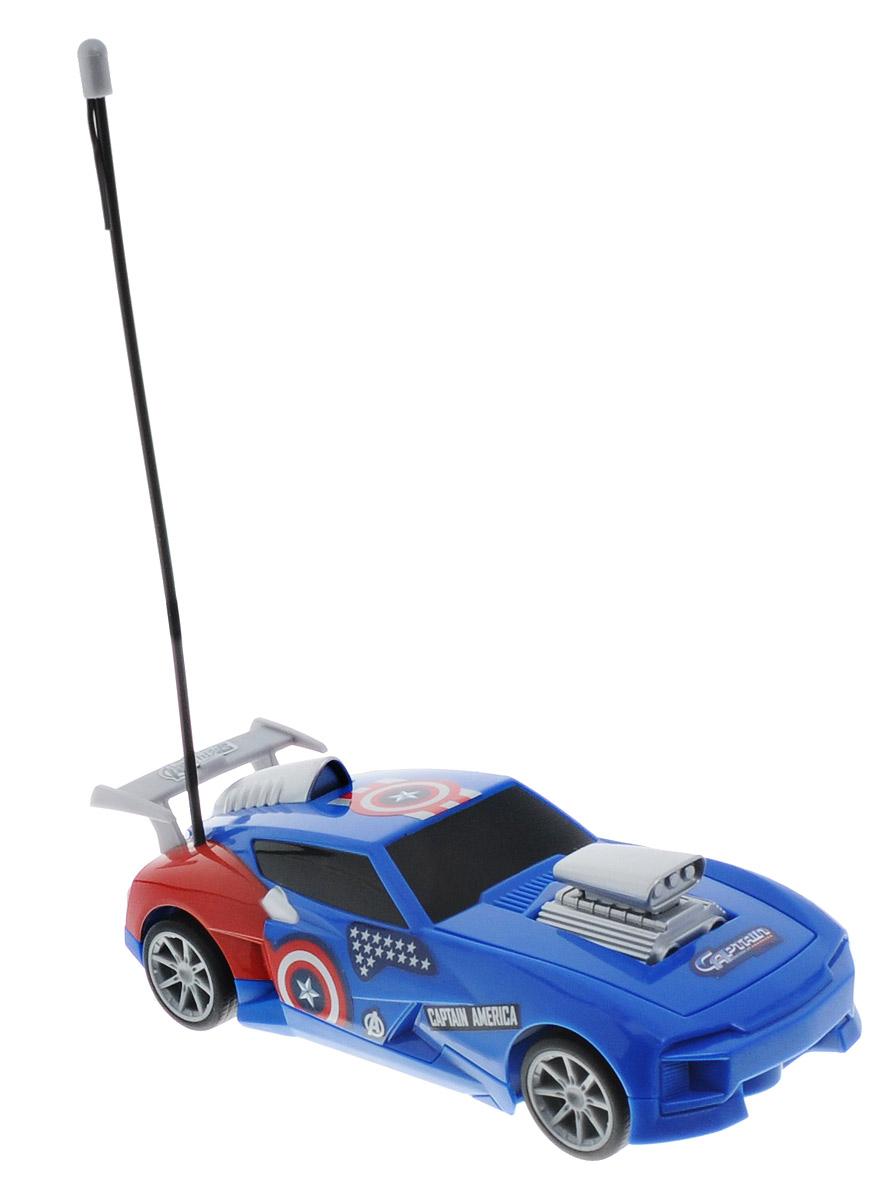 Majorette Машина на радиоуправлении Turbo Racer Captain America3089733Машинка на радиоуправлении Majorette Captain America не оставит равнодушным вашего ребенка. Она выполнена из прочного пластика в сине-красных тонах и оформлена в тематике супергероя Капитана Америка. При помощи пульта управления модель может двигаться вперед, назад, поворачивать влево и вправо, разворачиваться и останавливаться. Прорезиненные колеса обеспечивают надежное сцепление с любой поверхностью пола. Ваш ребенок часами будет играть с моделью, придумывая различные истории и устраивая соревнования. Порадуйте его таким замечательным подарком! Пульт управления работает на частоте 40 MHz. Для работы машинки требуются 3 батарейки типа AА (не входят в комплект). Для работы пульта управления требуются 3 батарейки типа ААА (не входят в комплект).