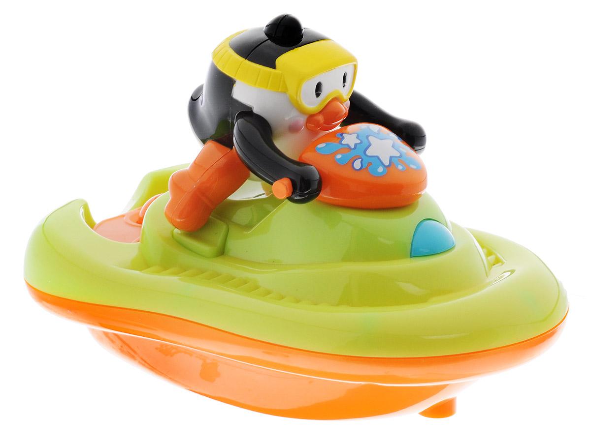 Happy Kid Игрушка для ванной Пингвиненок на катере4309TИгрушка для ванной Happy Kid Пингвиненок на катере привлечет внимание вашего малыша и превратит купание в веселую игру! Милый пингвин в желтой маске на оранжево-салатовом катере и при этом пускающий мыльные пузыри, приведет в восторг вашу кроху. Залейте мыльную жидкость в специальный отсек на катере и отпустите игрушку в воду. Для того чтобы игрушка начала движение и пускала пузыри нужно нажать на кнопку, расположенную спереди катера. Игрушка развивает у ребенка воображение, тактильное восприятие, мелкую моторику и вызывает только положительные эмоции. Игрушка работает от 3 батареек типа ААА (товар комплектуется демонстрационными).