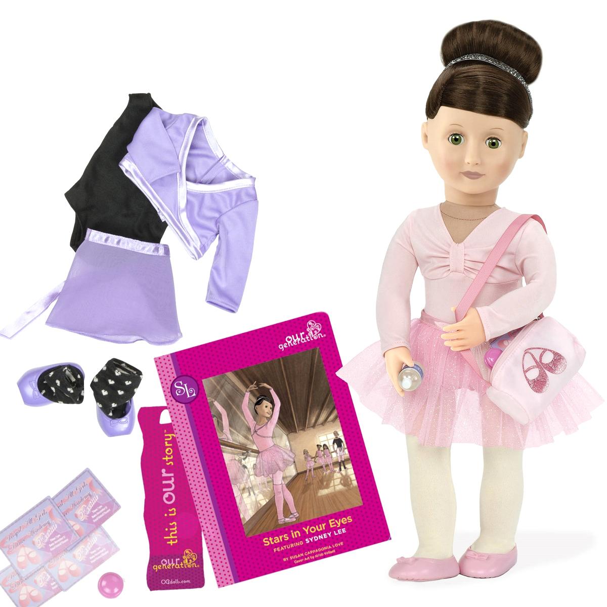 Our Generation Игровой набор с куклой Сидни Ли и Огонь в твоих глазах11537Игровой набор с куклой Our Generation Сидни Ли и Огонь в твоих глазах очарует любую девочку. Сидни Ли очень любит танцы и поэтому с огромным удовольствием посещает балетную студию. У неё есть множество аксессуаров и, конечно же, своя милая история, о которой можно узнать из книжки, входящей в данный набор. Тело куколки мягко-набивное, а голова, ноги и руки выполнены из винила. Данный материал нетоксичен и не вызывает аллергии. Набор выпускается с 2 полными комплектами одежды и множеством забавных аксессуаров. В комплекте с куклой имеется: розовое балетное трико, блестящая балетная пачка, колготки, блестящая повязка на голову, блестящая сумочка балерины, 2 пары балетных туфелек, черное балетное трико, фиолетовая шифоновая юбочка, фиолетовая кофточка, гетры, бутылочка для воды, йо-йо, 4 приглашения на прослушивание, газета, книга с историей на русском языке. Благодаря играм с куклой, ваша малышка сможет развить фантазию и любознательность, овладеть навыками общения и...