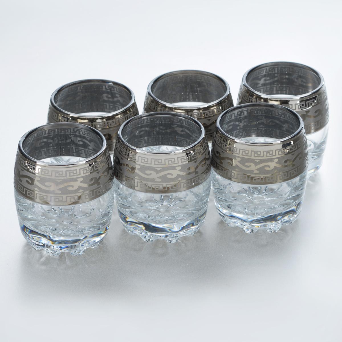 Набор стопок Гусь-Хрустальный Версаче, 60 мл, 6 штGE08-2244Набор Гусь-Хрустальный Версаче состоит из 6 стопок, изготовленных из высококачественного натрий-кальций-силикатного стекла. Изделия оформлены красивым зеркальным покрытием и оригинальным узором. Такой набор прекрасно дополнит праздничный стол и станет желанным подарком в любом доме. Можно мыть в посудомоечной машине. Диаметр стопки (по верхнему краю): 4,5 см. Высота стопки: 6 см.