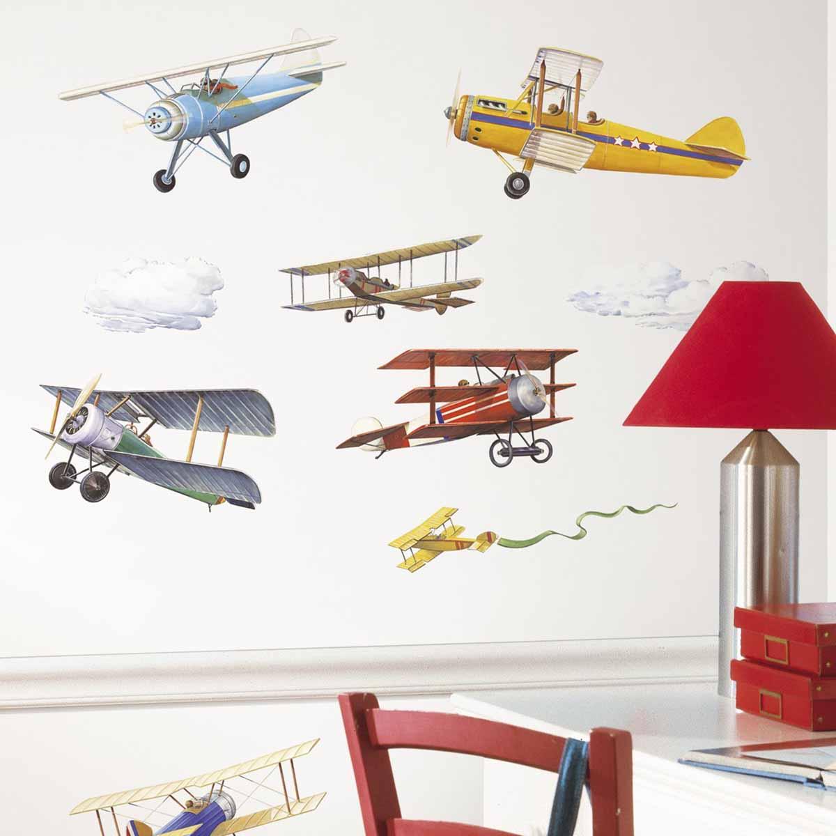 RoomMates Наклейка интерьерная Самолеты Исторические модели 22 штRMK1197SCSНаклейки интерьерные RoomMates Самолеты. Исторические модели станут украшением вашей квартиры! Устремитесь ввысь с новым увлекательным набором наклеек для декора! Наклейки, входящие в набор, содержат изображения винтажных самолетов. Набор прекрасно подходит для спальни, детской, игровой комнаты. Самолеты изображены в интересном и оригинальном стиле. Всего в наборе 22 стикера. Наклейки не нужно вырезать - их следует просто отсоединить от защитного слоя и поместить на стену или любую другую плоскую гладкую поверхность. Наклейки многоразовые: их легко переклеивать и снимать со стены, они не оставляют липких следов на поверхности.