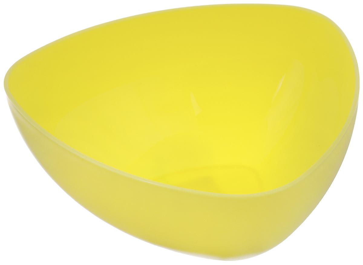 Салатник Ucsan, треугольный, цвет: желтый, 1,6 лM-746_желтыйТреугольный салатник Ucsan изготовлен из полипропилена и идеально подходит для сервировки стола. Салатник Ucsan не только украсит ваш кухонный стол и подчеркнет прекрасный вкус хозяйки, но и станет отличным подарком. Размер салатника (по верхнему краю): 20 х 20 см.