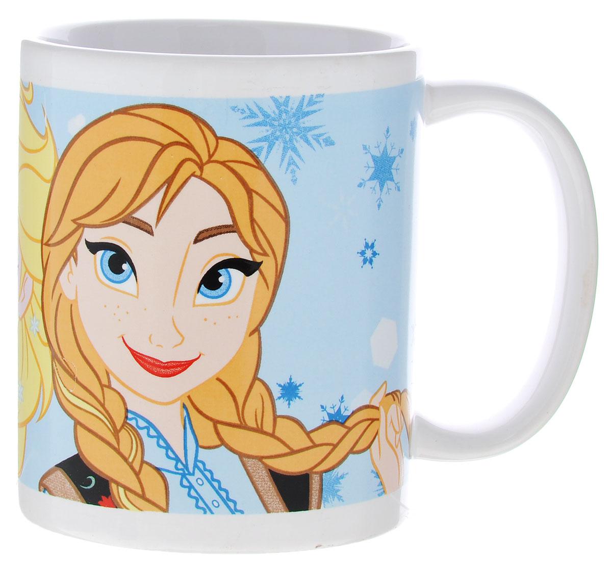 Stor Кружка детская Принцессы Анна и Эльза 325 мл78705Детская кружка Stor Принцессы Анна и Эльза из серии Stor Disney Frozen с любимыми героинями станет отличным подарком для вашей малышки. Она выполнена из керамики и оформлена изображением принцесс из мультфильма Холодное сердце Анны и Эльзы. Кружка дополнена удобной ручкой. Такой подарок станет не только приятным, но и практичным сувениром: кружка будет незаменимым атрибутом чаепития, а оригинальное оформление кружки добавит ярких эмоций и хорошего настроения. Можно использовать в СВЧ-печи и посудомоечной машине.